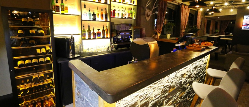 france_courchevel_hotel-edelweiss_bar.jpg